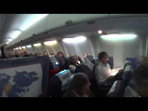 VIDEO: un piloto emocionó a ex combatientes de Malvinas en pleno vuelo