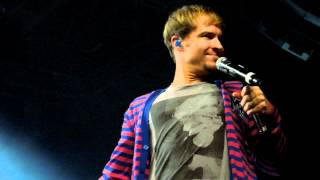 Backstreet Boys Oslo Soundcheck Party 2012: Brian Littrell talking about his sneakers Resimi