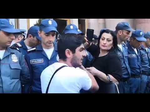 Տեսանյութ.Պարոն վարչապետը,  բոլոր պաշտոնյաները պիտի վազելով  գան.Վիճաբանություն քառօրյայի մասնակցի և ոստիկանի միջև