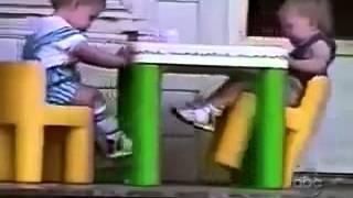 Những tai nạn hài hước của trẻ em