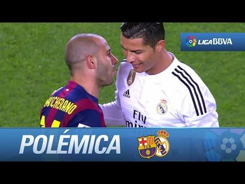 Polémica: codazo de Iniesta a Ramos en el salto