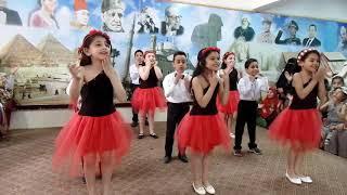 استعراض على اغنية امى يانور بيتنا