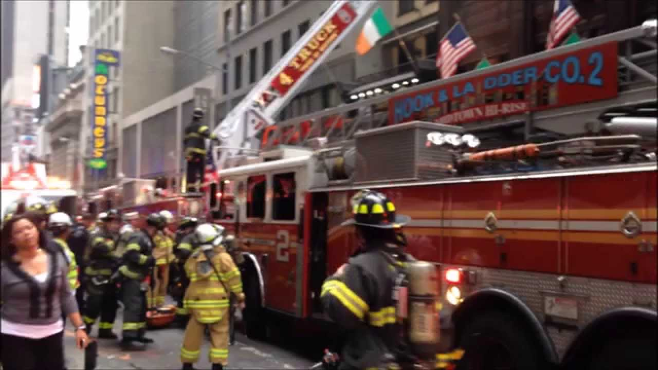 Fdny Battling 2 Alarm Fire At The World Famous Connollys Pub On W 45th St In Midtown Manhattan You