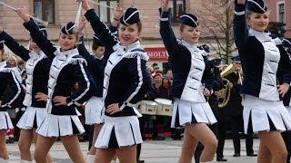 Musztra paradna mażonetki i orkiestra OSP Krasocin - Święto Niepodległości 2013 w Kielcach
