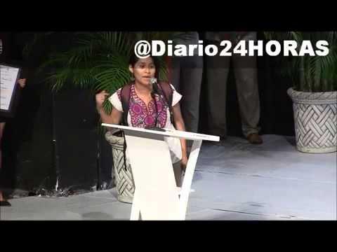Irrumpe indígena de Guerrero en acto de Rigoberta Menchú