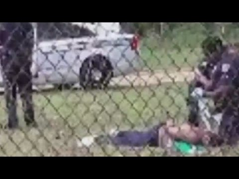 Did officers perform CPR on Walter Scott?