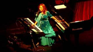 Tori Amos - Crucify (Atlanta - 11-29-11).MOV