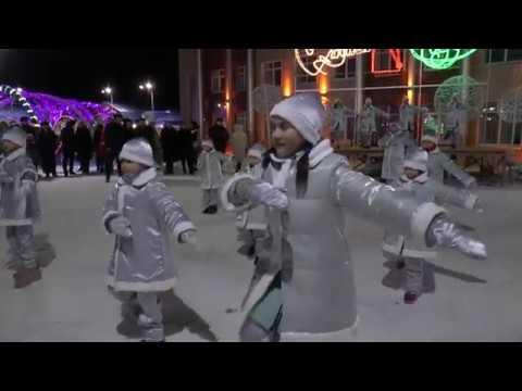 В Мензелинске состоялось официальное открытие центральной новогодней елки
