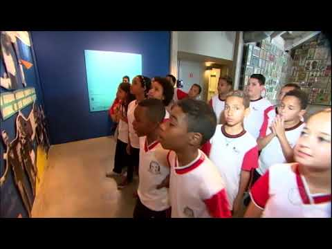 Equipe do JR mostra as crianças que assistem ao Mundial pela primeira vez