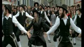 Rabbi jacob danse louis de funes viyoutube for Dans rabbi jacob