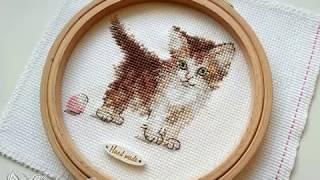 Готовая работа (+ обзор набора) Котенок от фирмы Алиса - набор Маленькая киса / артикул 0-169