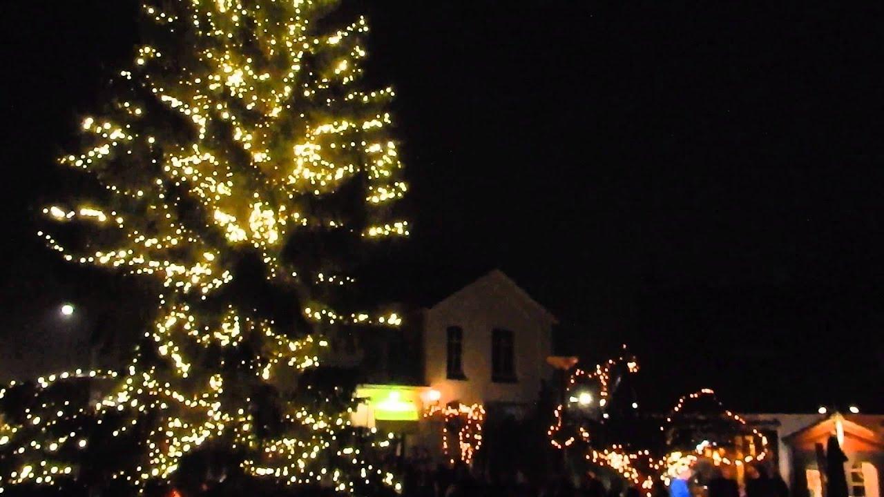 Ontsteken verlichting kerstboom Wolfheze - YouTube