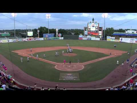 Amazing play by the Rome Braves Shortstop