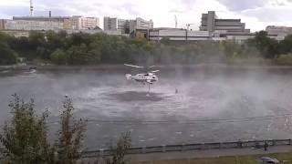 Работа пожарных вертолётов КАмова на Москва-реке