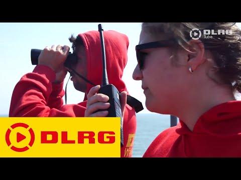 DLRG bildet Schüler zu Rettungsschwimmern aus