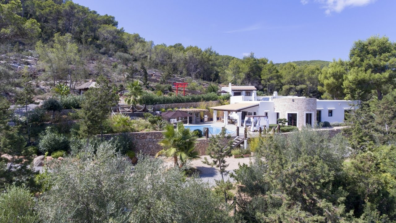 Large finca property on Ibiza with guest house and sea views - Luxury Villas Ibiza