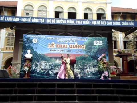 Múa hoa sen -- Khai giảng trường THPT Chuyên Trần Đại Nghĩa 05/9/2011