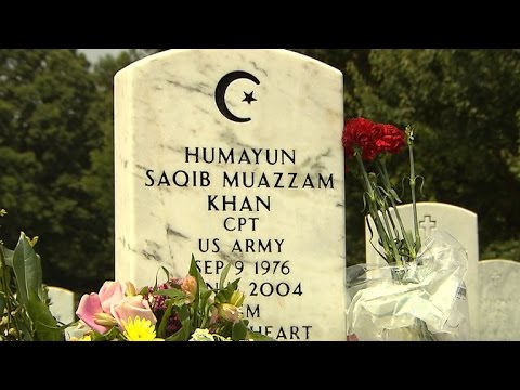 Video: Visitors at grave of Muslim U.S. soldier