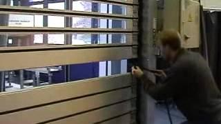 Скоростные рулонные ворота Albany RR3000 Замена панели(Высокая скорость открытия/закрытия ворот на предприятии позволяет ускорять промышленные процессы, повыша..., 2013-12-04T11:43:08.000Z)