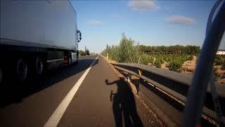 Diferencia al adelantar de coches y camiones a ciclistas