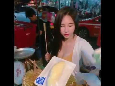 Gadis cantik penjual durian