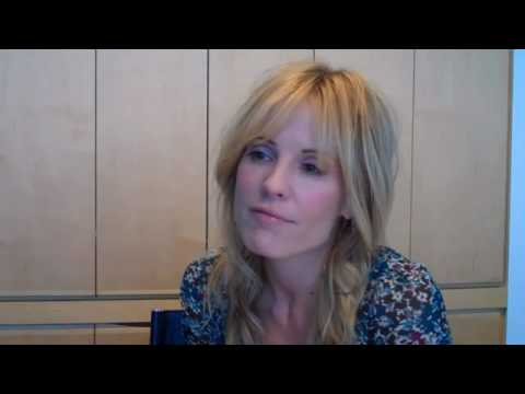 Emma Caulfield files for divorce