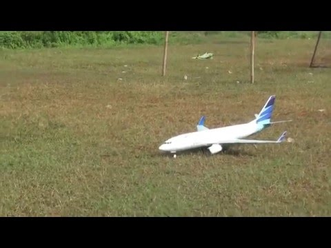 RC Boeing 737 800 Garuda Indonesia (remote control - air plane) - test flight