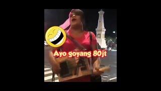 Download lagu  lucu pengamen wik wikayo goyang 80 jutaBikin Ngakak 29 MP3