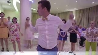 Жених отжигает на свадьбе!)))