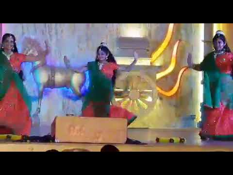 Dance perfirmance by Abudhabi Girls in Dubai Global village