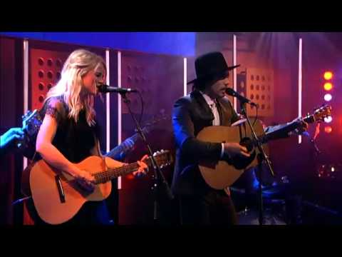 Waylon and Ilse Delange  as The Common Linnets on DWDD with 'Calm After The Storm'