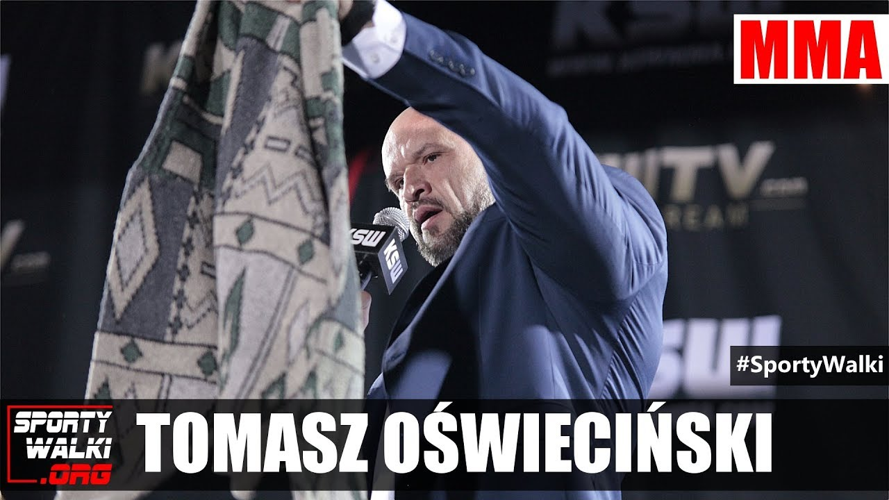 Tomasz Oświeciński sprezentował Popkowi sweterek A'la Kononwicz