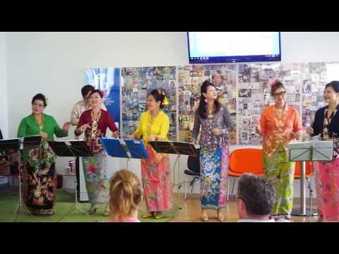 Peranakan Cultural Dance - Singapore