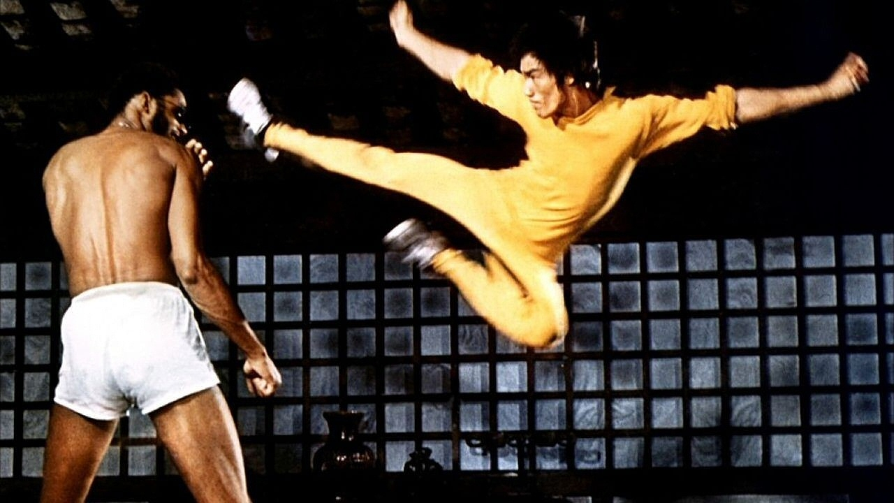 Top 10 Bruce Lee Fight Scenes - YouTube