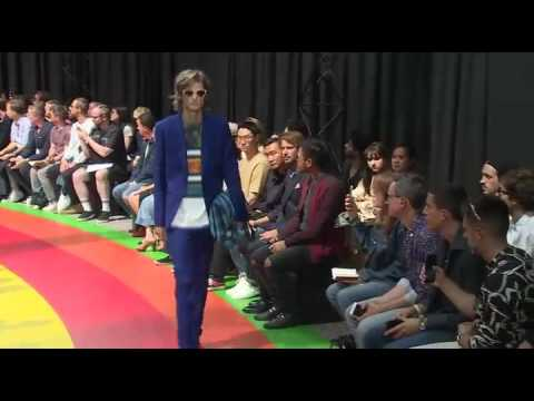 94cb8bf9a45 Paul Smith – MENSWEAR collection Spring Summer 2017 in Paris - YouTube