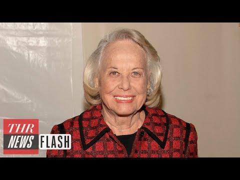 Liz Smith, Legendary Gossip Columnist, Dies at 94 | THR News Flash