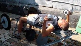 Как накачать грудь гантелями(У нас Вы можете заказать индивидуальную программу тренировок по интернету: http://atletizm.com.ua/personalnyj-trener/uslugi ..., 2013-10-12T06:27:20.000Z)