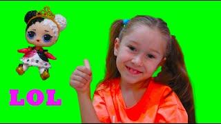 Милли играет с лол в пикник. Лол прилетела в кукольный домик.