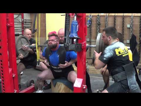 Squat Session:  MONSTER GARAGE GYM, GURNEE, ILLINOIS