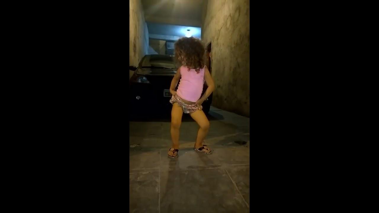 Lays dançando funk