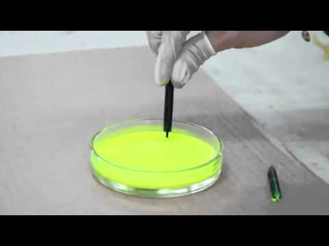 Demonstration of Ink flowing up a fountain pen feed through capillary action