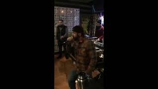 Leben im Untergrund-Rap-Performance - Cream8 von Create a/k/a Cre808