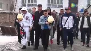 Қытайдағы Қазақтар Қуат Найман мен Жұмабек Тұрсын ұлына шапан жауып, ат мінгізді