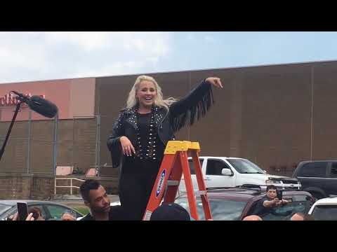 American Idol's Gabby Barrett climbs ladder, leads Greater Pittsburgh fans in cheers