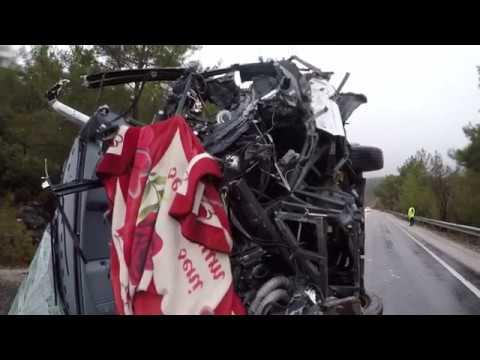 Yolcu Otobüsü Devrildi 24 Yaralı