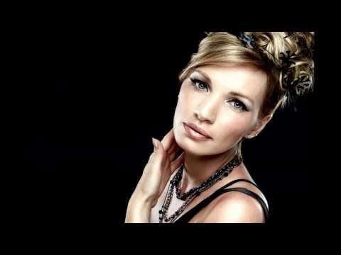 Irina Blondes - Beau monde