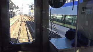 大糸線E127系の前面展望から見た特急スーパーあずさの新型車両E353系の回送列車