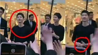 OMG Song Joong Ki at Busan, Spotted by fans Joonki Kindly Greeted With fans, Playing with Ring❤again
