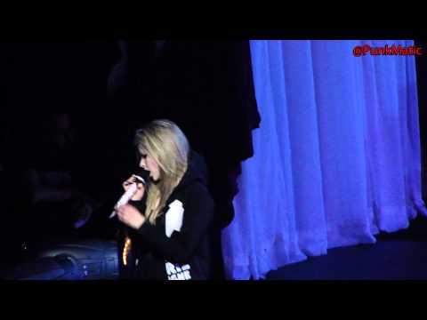 Avril Lavigne - Keep Holding On - Live São Paulo Brasil 28-07-2011 HD by @PunkMatic