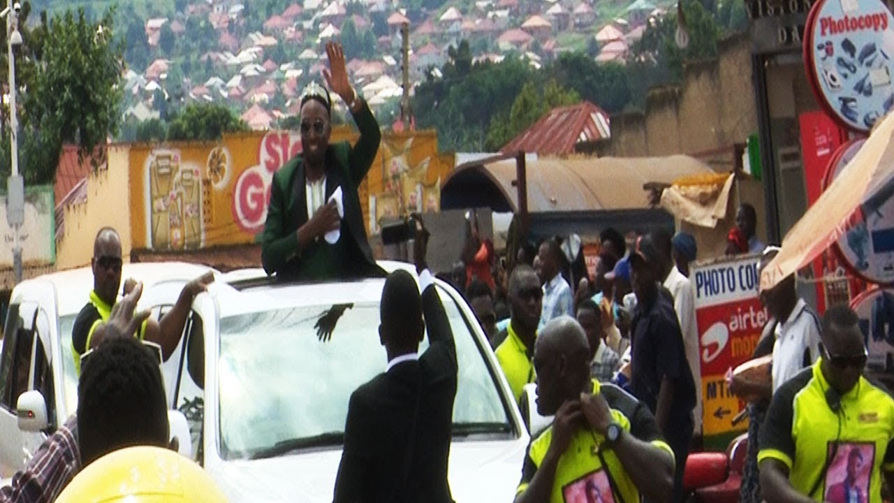 Dr. Hamza Sebunya arrives at Rema's kwanjula. Splashes money to residents